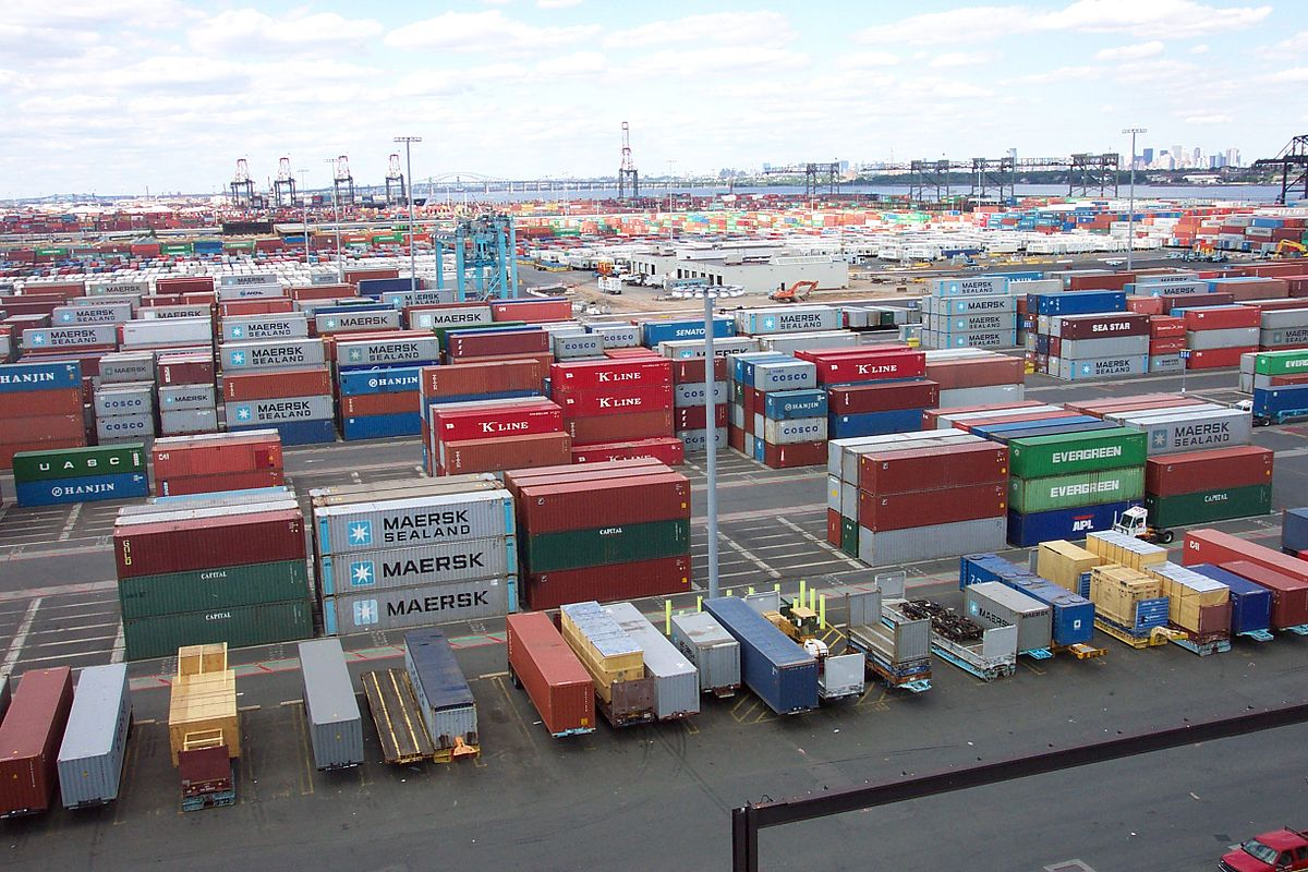 1200px-line3174_-_shipping_containers_at_the_terminal_at_port_elizabeth2c_new_jersey_-_noaa